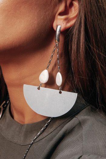 Σκουλαρίκια γυναικεία με ατσάλινα στοιχεία και μαργαριτάρια